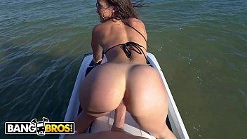 Chicas desnudas en motos de motocross